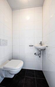 Aparte WC beneden